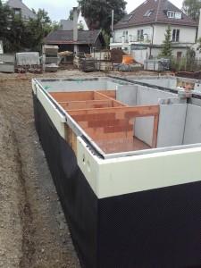 Anbringen der Grundmauerschutzbahn 2