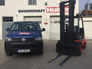 VW T5 Bus und Linde H30D Gabelstapler