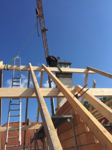 Aufstellen des neuen Dachstuhls